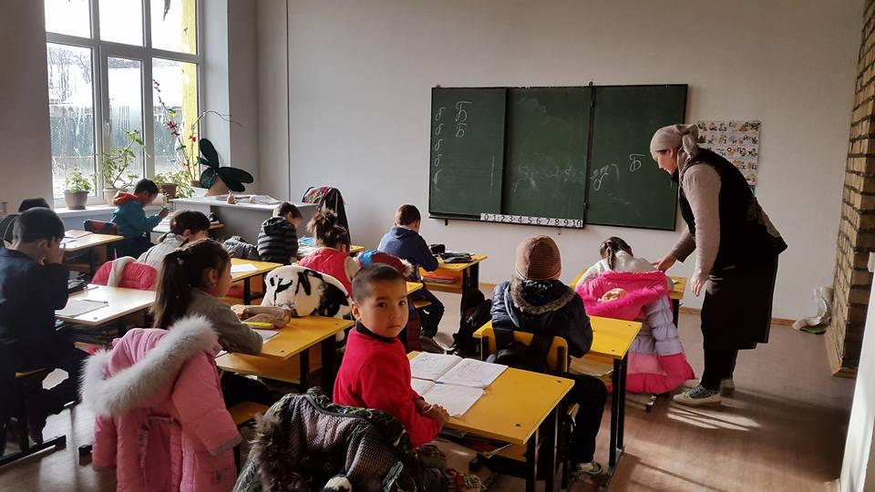 Primary classroom at Bilimkana school in Kerben, Kyrgyzstan (Source)