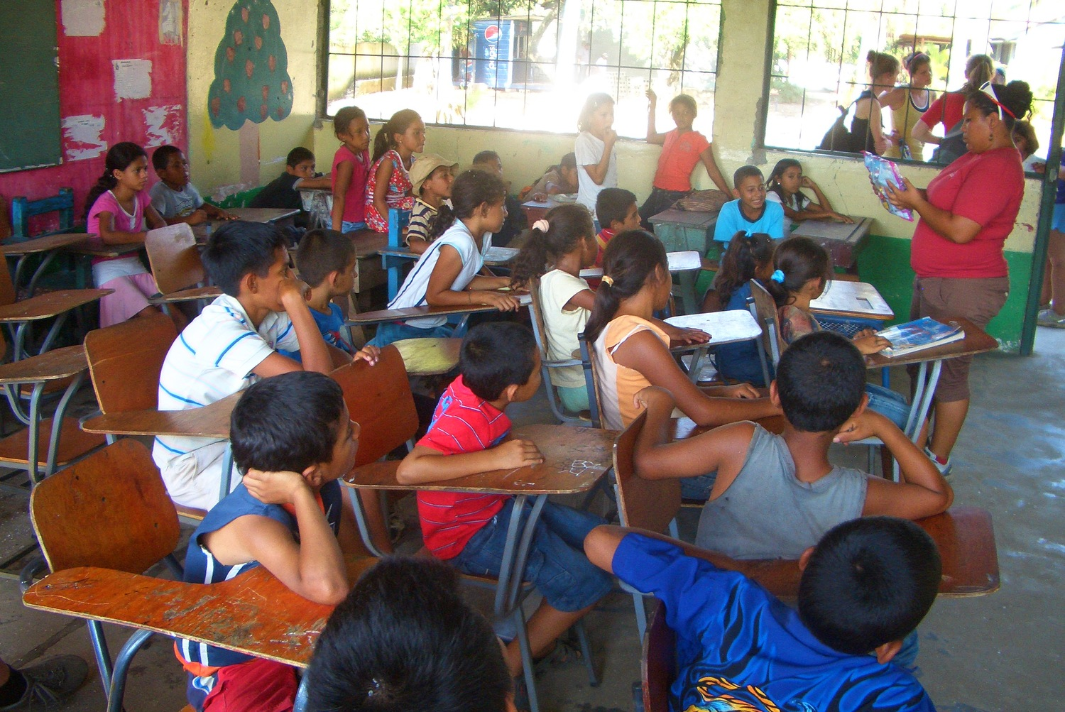 Spot the Voluntourists! Photo by: the Author.