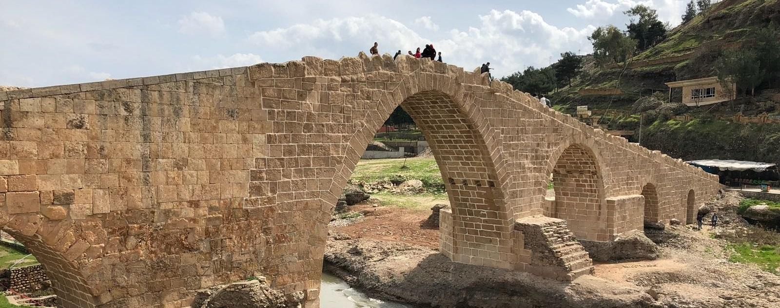 [Dalai Bridge]